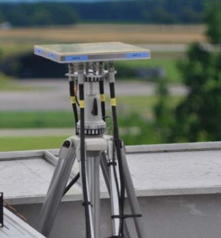 Array antenna tripod mounted.png